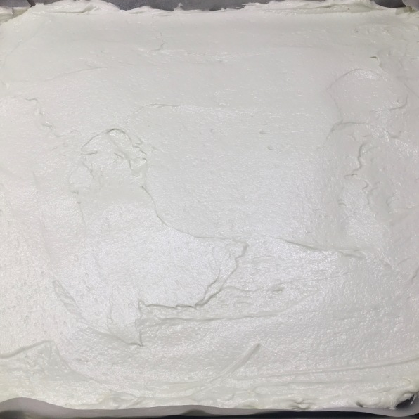 Cover the cake with buttercream
